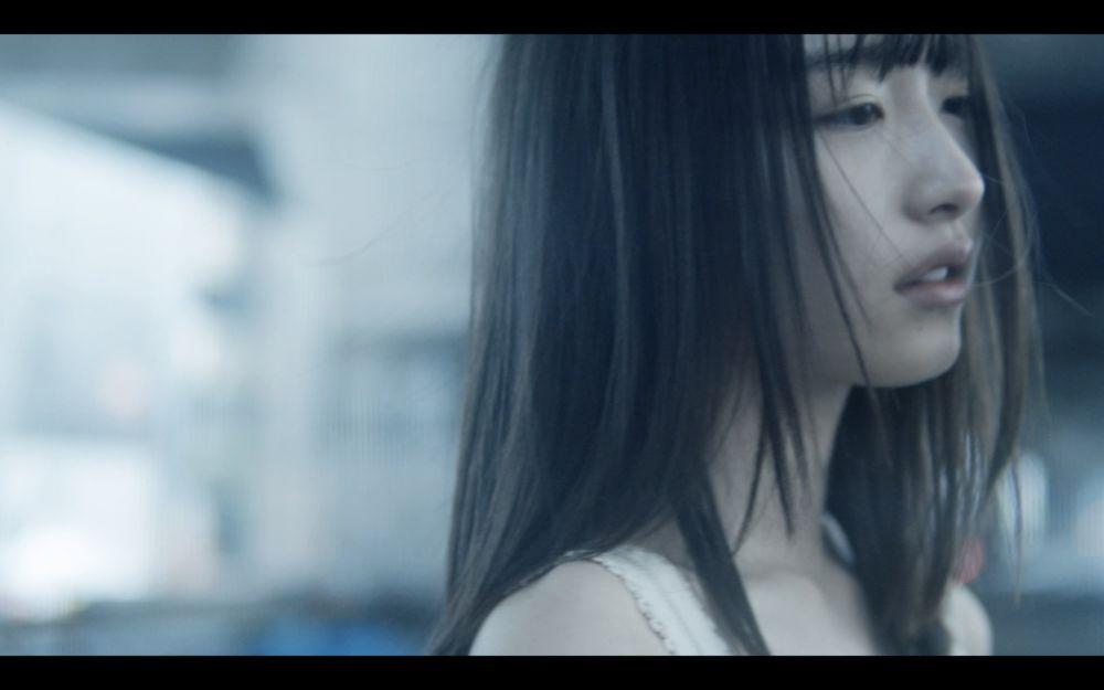 内田珠鈴、本日リリースの両A面シングルより「nude」MV公開 5月には初のEP『光の中を泳ぐ』リリース